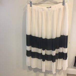 NWT- Who What Wear black and white skirt